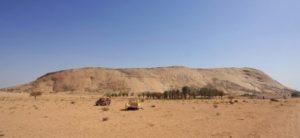 صورة جبل قطن معشوق طمية ذي اللون الأحمر الجميل