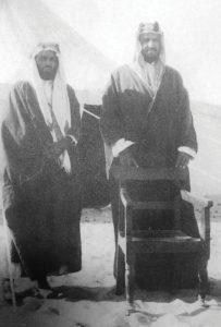 الملك عبدالعزيز مع أمين الريحاني في العقير 1922